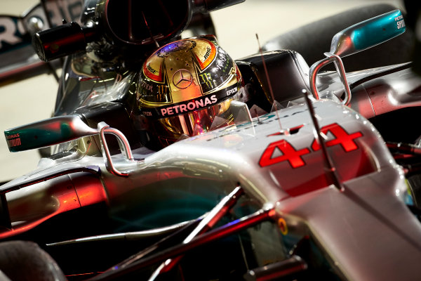 Yas Marina Circuit, Abu Dhabi, United Arab Emirates. Friday 24 November 2017. Lewis Hamilton, Mercedes AMG. World Copyright: Steve Etherington/LAT Images  ref: Digital Image SNE10791