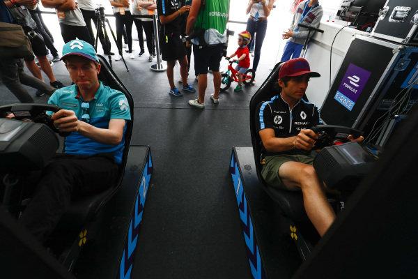 Oliver Turvey (GBR), NIO Formula E Team, NextEV NIO Sport 003, and Nicolas Prost (FRA), Renault e.Dams, Renault Z.E 17.