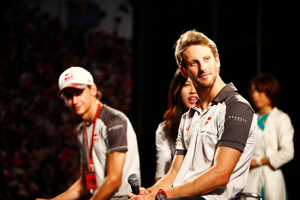 Suzuka Circuit, Japan. Saturday 08 October 2016.Romain Grosjean, Haas F1, and Esteban Gutierrez, Haas F1, attend a fan event. World Copyright: Andy Hone/LAT Photographic ref: Digital Image _ONY5370
