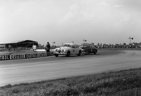 Silverstone, Great Britain. 14th May 1960.Stirling Moss (Jaguar 3 8 Mk2), 2nd position, chases Roy Salvadori (Jaguar 3 8 Mk2), 1st position, action. World Copyright: LAT Photographic.Ref:  8623C - 29.
