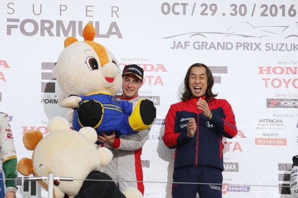2016 Japanese Super Formula. Suzuka, Japan. 29th - 30th October 2016. Rd 7. Race 2 - Winner Stoffel Vandoorne ( #41  DOCOMO DANDELION M41S SF14 ) podium, portrait. World Copyright : Yasushi Ishihara / LAT Photographic. Ref : 2016SF_Rd7_SUZUKA_024