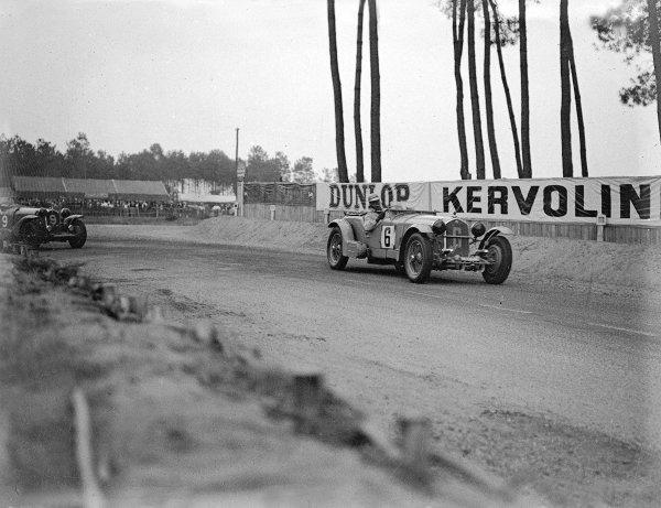 Le Mans, France. 16-17 June 1934.Earl Howe/Tim Rose-Richards leads eventual winner Luigi Chinetti/Philippe Etancelin (both Alfa Romeo 8C).Ref-Motor 800/79.World Copyright - LAT Photographic