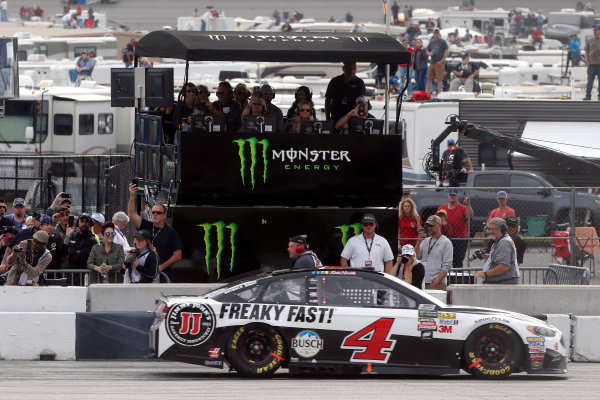 2017 Monster Energy NASCAR Cup Series - Fold of Honor QuikTrip 500 Atlanta Motor Speedway, Hampton, GA USA Sunday 5 March 2017 Kevin Harvick drives by the Monster Energy pit box World Copyright: Lesley Ann Miller/LAT Images ref: Digital Image lam_170305ATL8223