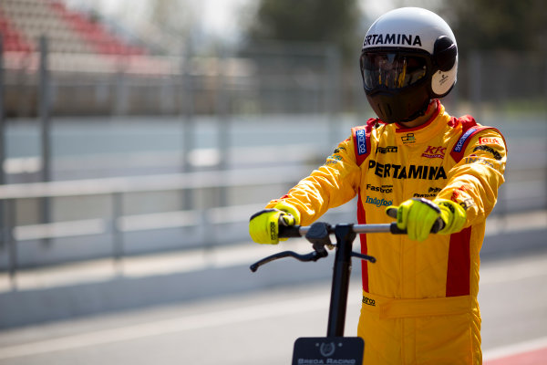 Circuit de Barcelona Catalunya, Barcelona, Spain. Wednesday 15 March 2017. A Pertamina Arden mechanic at work during pit-stop practice.  Photo: Alastair Staley/FIA Formula 2 ref: Digital Image 585A0041