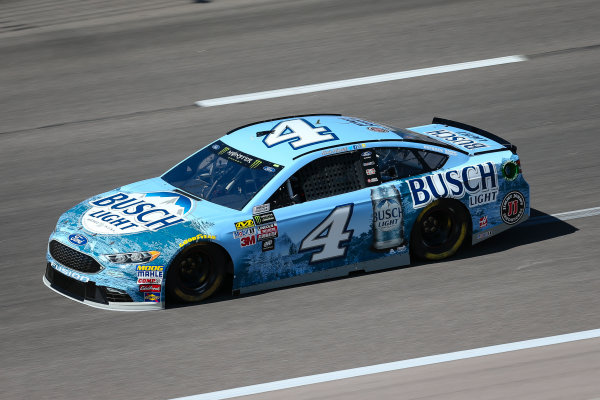 Monster Energy NASCAR Cup Series Go Bowling 400 Kansas Speedway, Kansas City, KS USA Friday 12 May 2017 Kevin Harvick, Stewart-Haas Racing, Busch Light Ford Fusion World Copyright: Barry Cantrell LAT Images ref: Digital Image 17KAN1bc1105