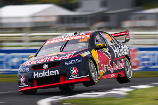 2017 Supercars Championship Round 14.  Auckland SuperSprint, Pukekohe Park Raceway, New Zealand. Friday 3rd November to Sunday 5th November 2017. Jamie Whincup, Triple Eight Race Engineering Holden.  World Copyright: Daniel Kalisz/LAT Images  Ref: Digital Image 031117_VASCR13_DKIMG_1087.jpg