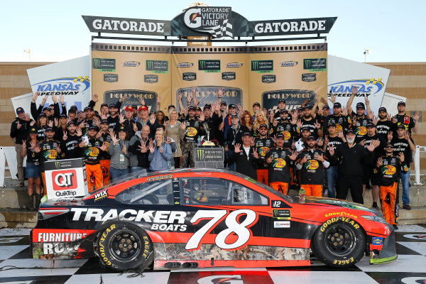 Monster Energy NASCAR Cup Series Hollywood Casino 400 Kansas Speedway, Kansas City, KS USA Sunday 22 October 2017 Martin Truex Jr, Furniture Row Racing, Bass Pro Shops / Tracker Boats Toyota Camry celebrates in victory lane  World Copyright: Russell LaBounty LAT Images