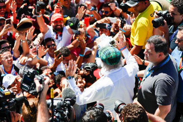 Interlagos, Sao Paulo, Brazil. Sunday 12 November 2017. Jackie Stewart meets fans. World Copyright: Glenn Dunbar/LAT Images  ref: Digital Image _31I4218