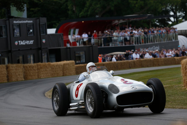 2015 Goodwood Festival of Speed Goodwood Estate, West Sussex, England. 25th - 28th June 2015. Stirling Moss. World Copyright: Alastair Staley/LAT Photographic ref: Digital Image_R6T9481