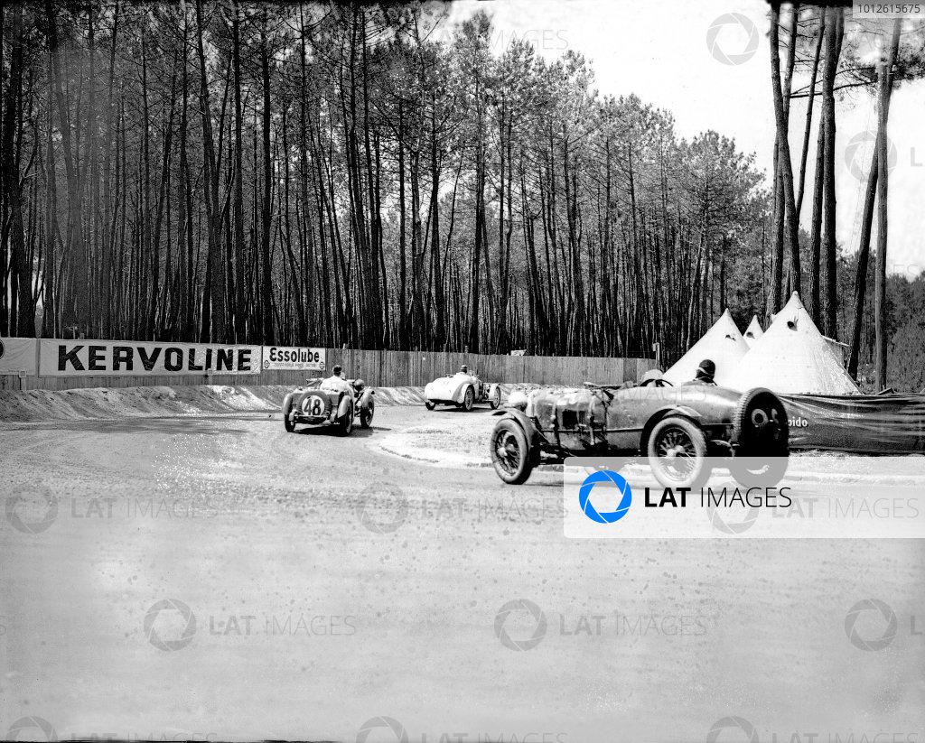 Le Mans, France. 16-17 June 1934.Camille Poire/Gaston Robail (Amilcar C6) leads Norman Black/JHR Baker (Singer Nine) and Donald Barnes/Archie Langley (Singer 1 5-litre).Ref-Motor 800/77.World Copyright - LAT Photographic