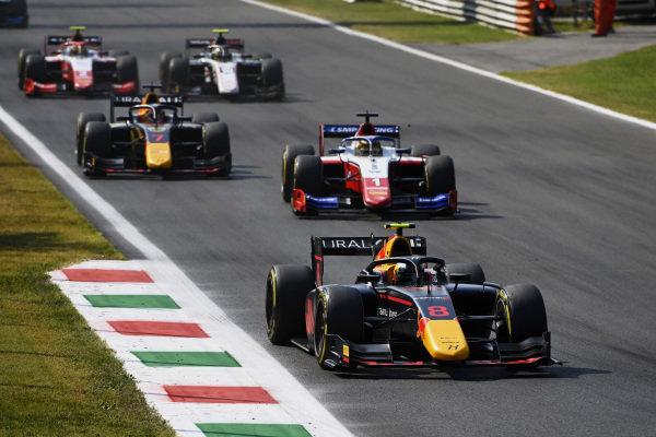 Juri Vips (EST, Hitech Grand Prix), leads Robert Shwartzman (RUS, Prema Racing), and Liam Lawson (NZL, Hitech Grand Prix)