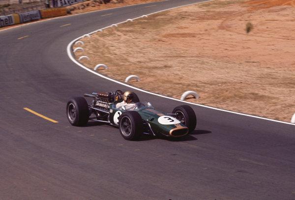 1967 French Grand Prix.Bugatti Circuit, Le Mans, France.30/6-2/7 1967.Jack Brabham (Brabham BT24 Repco) 1st position.Ref-67 FRA 03.World Copyright - LAT Photographic