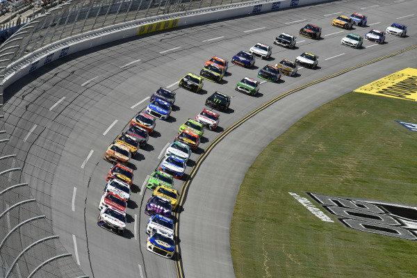 #9: Chase Elliott, Hendrick Motorsports, Chevrolet Camaro NAPA Auto Parts and #11: Denny Hamlin, Joe Gibbs Racing, Toyota Camry FedEx Ground