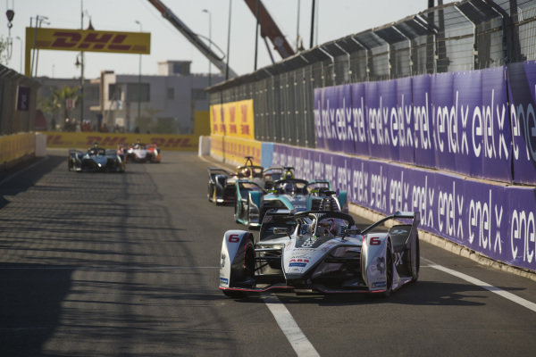 Maximilian Günther (DEU), Dragon Racing, Penske EV-3, leads Nelson Piquet Jr. (BRA), Panasonic Jaguar Racing, Jaguar I-Type 3