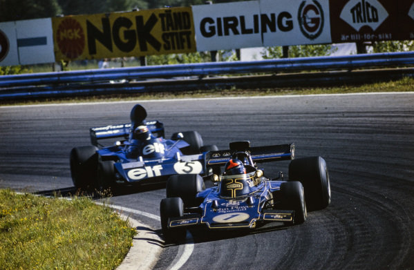 Emerson Fittipaldi, Lotus 72E Ford leads Jackie Stewart, Tyrrell 006 Ford.
