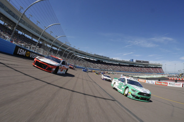 #12: Ryan Blaney, Team Penske, Ford Mustang MoneyLion, #9: Chase Elliott, Hendrick Motorsports, Chevrolet Camaro Hooters