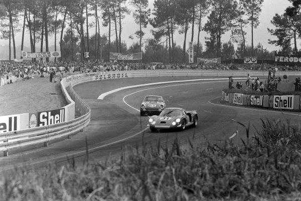 Jean-Pierre Nicolas / Jean-Luc Thèrier, Sociètè des Automobiles Alpine, Alpine A220/68 - Renault Gordini, leads Renè Mazzia / Pierre Mauroy, Marcel Martin, Porsche 911 T.