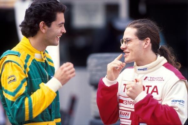 Jacques Villeneuve (CDN) (Right) talks to a fellow competitor. International Formula Three, Macau, Hong Kong, 22 November 1992