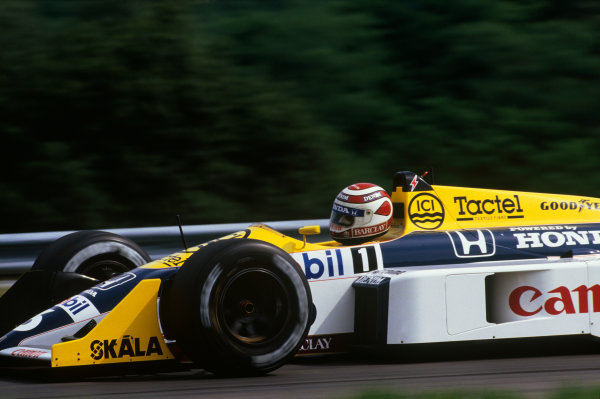 Hungaroring, Budapest, Hungary. 7-9 August 1987. Nelson Piquet (Williams FW11B Honda) 1st position. Ref: 87 HUN 10. World Copyright - LAT Photographic