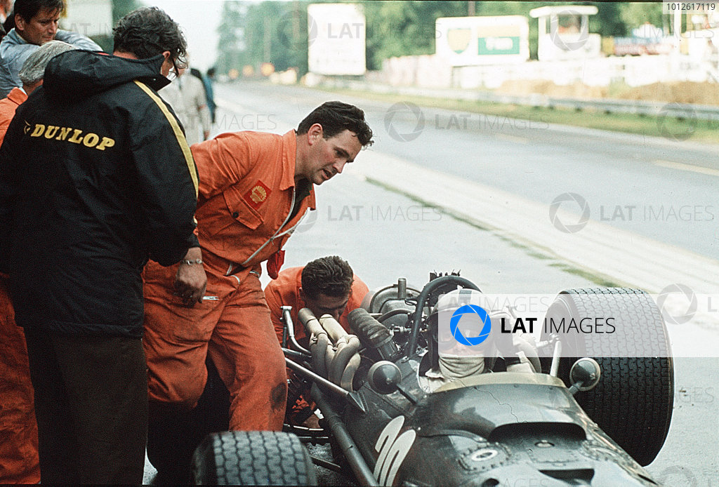 Rouen-les-Essarts, France.5-7 July 1968.Pedro Rodriguez (BRM P133).Ref-35mm 68 FRA 14.World Copyright - LAT Photographic