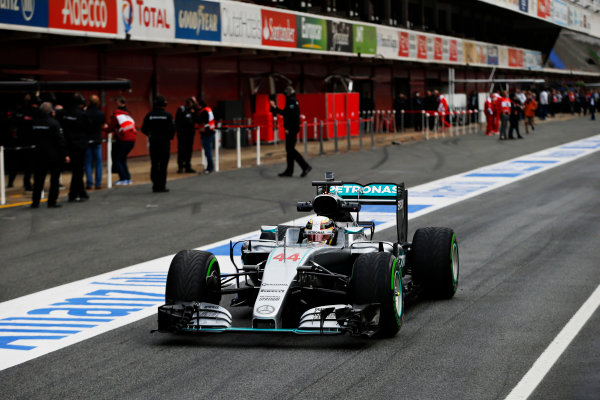 Circuit de Catalunya, Barcelona, Spain Monday 22 February 2016. Lewis Hamilton, Mercedes F1 W07 Hybrid, goes out for his first run in the car. World Copyright: Steven Tee/LAT Photographic ref: Digital Image _L4R7018
