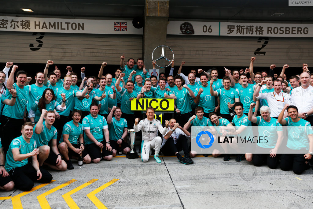 Shanghai International Circuit, Shanghai, China. Sunday 17 April 2016. Nico Rosberg, Mercedes AMG, 1st Position, celebrates with his team. World Copyright: Sam Bloxham/LAT Photographic ref: Digital Image _R6T1790