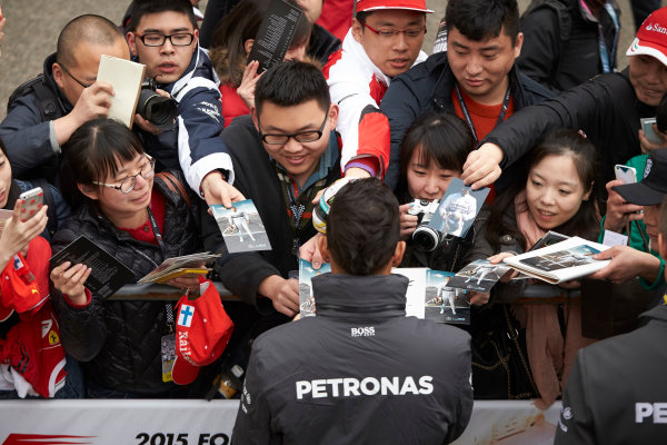Shanghai International Circuit, Shanghai, China. Thursday 9 April 2015. Lewis Hamilton, Mercedes AMG signs autographs for fans. World Copyright: Steve Etherington/LAT Photographic. ref: Digital Image SNE26802