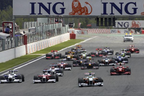 Giancarlo Fisichella, Force India VJM02 Mercedes leads Jarno Trulli, Toyota TF109 and Nick Heidfeld, BMW Sauber F1.09.