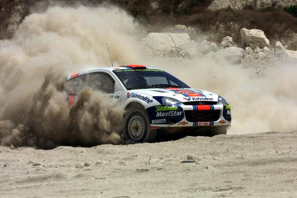 2001 Cyprus Rally.Colin McRae kicks up the dust.Photo:McKlein.