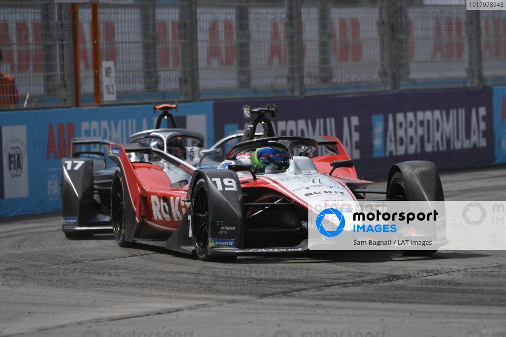 Felipe Massa (BRA), Venturi, EQ Silver Arrow 01 leads Nyck de Vries (NLD), Mercedes Benz EQ, EQ Silver Arrow 01