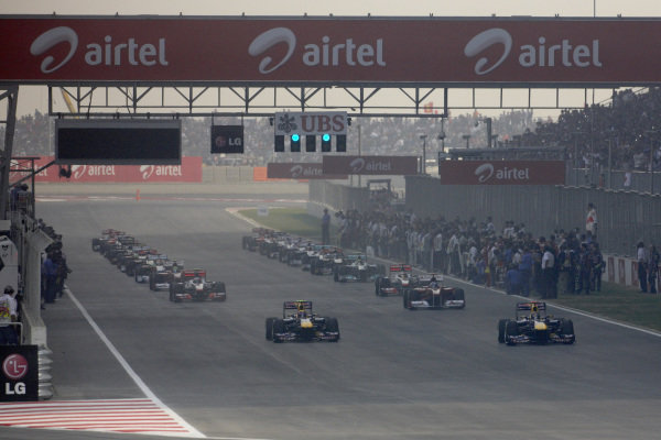The field, led by Sebastian Vettel, Red Bull RB7 Renault, heads onto the formation lap.