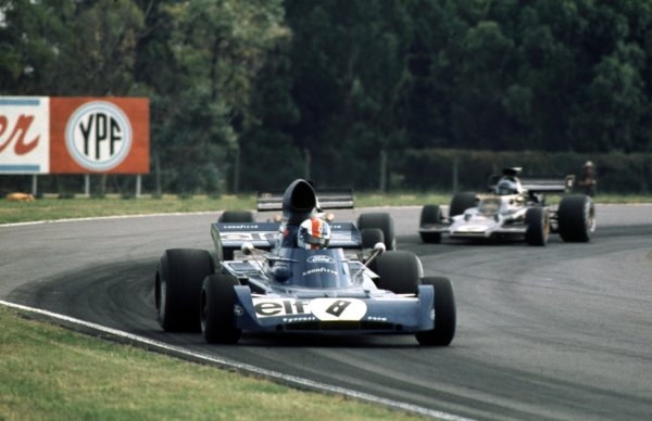 1973 Argentinian Grand Prix.Buenos Aires, Argentina.26-28 January 1973.Francois Cevert (Tyrrell 006 Ford) leads Emerson Fittipaldi and Ronnie Peterson (both Lotus 72 Ford). Fittipaldi and Cevert finished in 1st and 2nd positions respectively.  Ref: 73ARG44. World Copyright - LAT Photographic