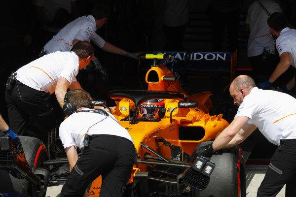 Stoffel Vandoorne, McLaren MCL33 Renault, is pushed into his pit garage.