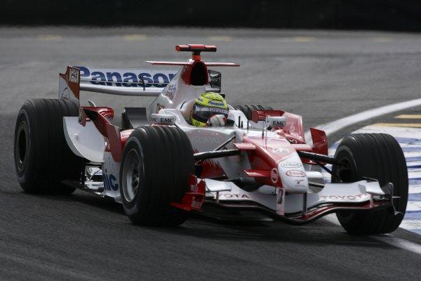 2006 Brazilian Grand Prix - Friday Practice Interlagos, Sao Paulo, Brazil. 19th - 22nd October 2006. Ralf Schumacher, Toyota TF106B, action. World Copyright: Charles Coates/LAT Photographic ref: Digital Image ZK5Y9252