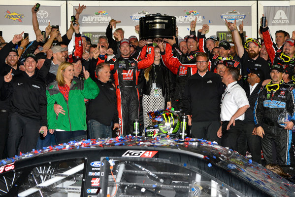 2017 NASCAR Monster Energy Cup - Daytona 500 Daytona International Speedway, Daytona Beach, FL USA Sunday 26 February 2017 Kurt Busch celebrates his Daytona 500 Victory World Copyright: Rusty Jarrett/LAT Images ref: Digital Image 17DAY1rj_07551