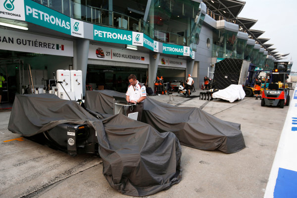 Sepang International Circuit, Sepang, Kuala Lumpur, Malaysia. Sunday 30 March 2014. The teams begin to pack up for the next weekend swiftly. World Copyright: Charles Coates/LAT Photographic. ref: Digital Image _N7T8868