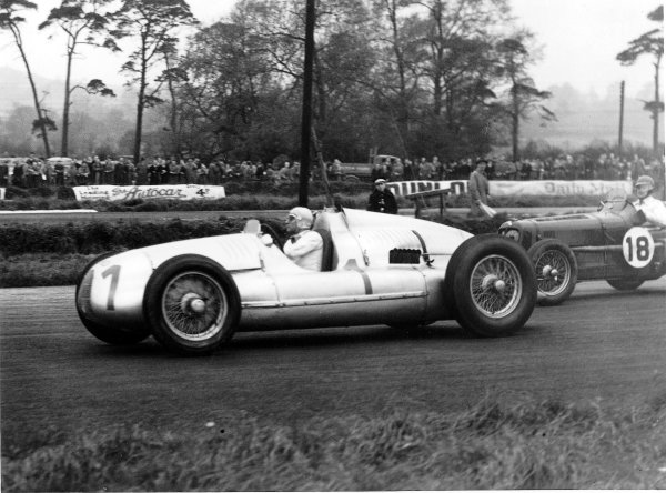 Donington Park, Great Britain.22 October 1938.Hermann Muller (Auto Union D-typ) leads Billy Cotton/Wilkie Wilkinson (ERA B-type). They finished in 4th and 7th positions respectively.Ref-Autocar C16144.World Copyright - LAT Photographic