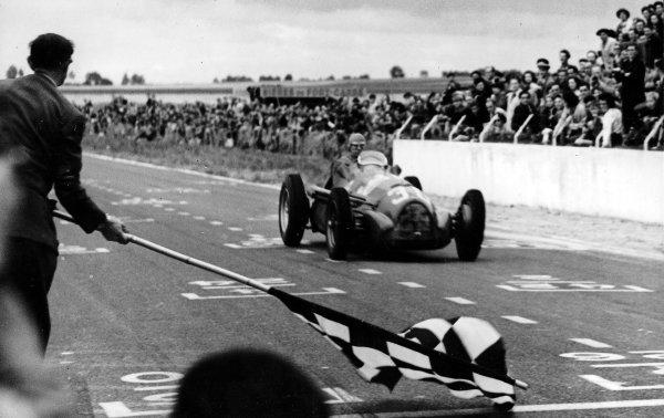 Reims-Gueux, France.18 July 1948.Jean-Pierre Wimille (Alfa Romeo 158), 1st position.Published-Autocar 23/7/1948 p699.Ref-C22706, S90/22.World Copyright - LAT Photographic