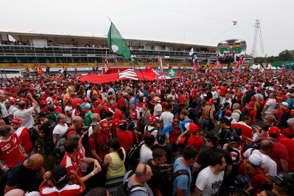 Autodromo Nazionale di Monza, Italy. Sunday 04 September 2016. Fans invade the circuit for the podium celebrations. World Copyright: Sam Bloxham/LAT Photographic ref: Digital Image _SBB9703