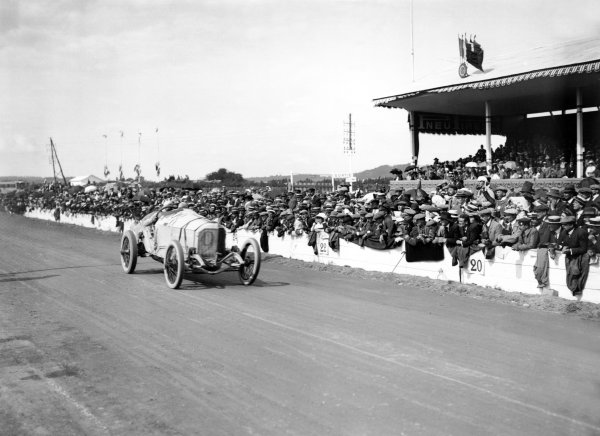 1914 French Grand Prix.July 4, 1914. Lyons, France.Christian Lautenschlager, Mercedes GP,1st position. Ref: Autocar Glass Plate 1248. World Copyright: LAT Photographic