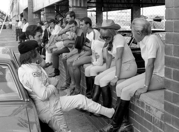 Jackie Stewart(GBR), nearest and Brian Redman(GBR) chat up some local cow girls South African GP, Kyalami, 7 March 1970