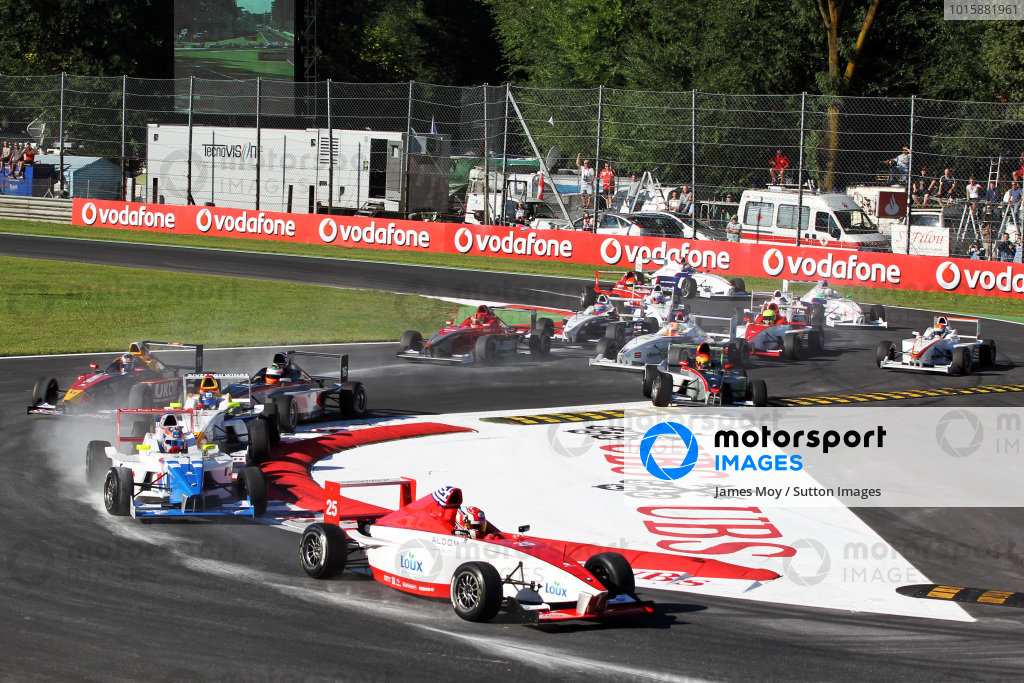 George Katsinis (GRE) Fortec Motorsports leads at the start of the race. Formula BMW Europe, Rds 12 & 13, Monza, Italy, 10-12 September 2010.