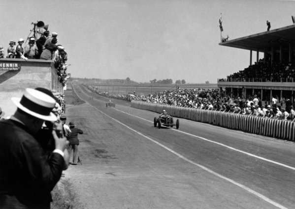 """1934 Marne Grand Prix Reims, France. 8 July 1934 Achille Varzi, Alfa Romeo Tipo-B """"P3"""", leads Louis Chiron, Alfa Romeo Tipo-B """"P3"""", at the end of the first lap, action World Copyright: Robert Fellowes/LAT PhotographicRef: 34REI02"""