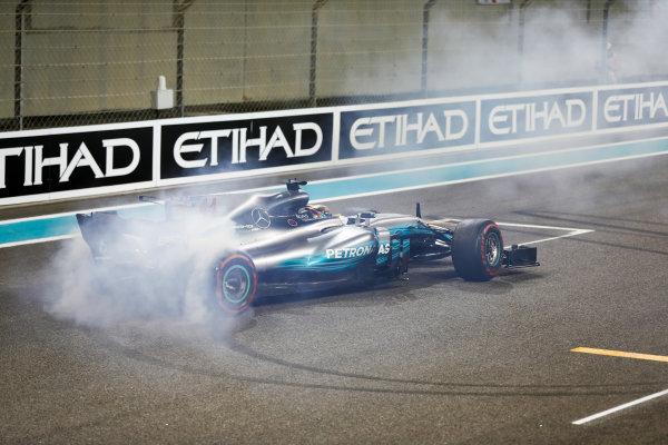 Yas Marina Circuit, Abu Dhabi, United Arab Emirates. Sunday 26 November 2017. Lewis Hamilton, Mercedes F1 W08 EQ Power+, 2nd Position, does a doughnut at the end of the race. World Copyright: Glenn Dunbar/LAT Images  ref: Digital Image _31I9111