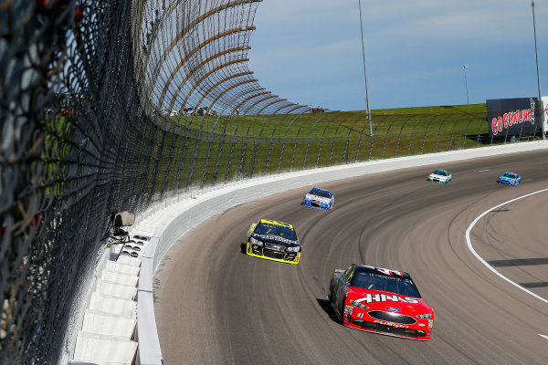 Monster Energy NASCAR Cup Series Hollywood Casino 400 Kansas Speedway, Kansas City, KS USA Sunday 22 October 2017 Kurt Busch, Stewart-Haas Racing, Haas Automation/Monster Energy Ford Fusion and Paul Menard, Richard Childress Racing, Richmond/Menards Chevrolet SS World Copyright: Russell LaBounty LAT Images