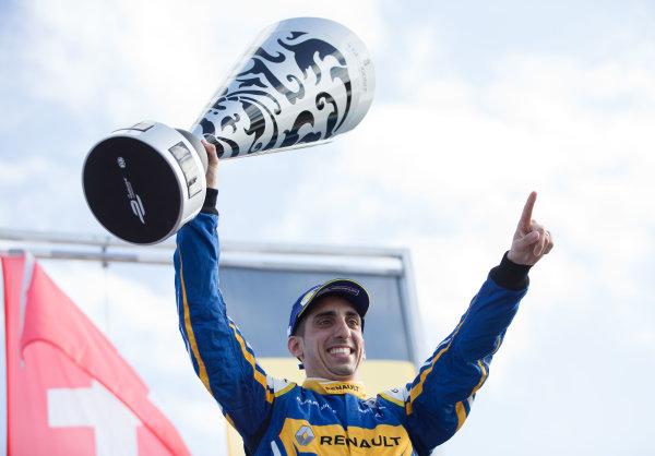 2015/2016 FIA Formula E Championship. Punta del Este ePrix, Punta del Este, Uruguay. Saturday 19 December 2015. Sebastien Buemi (SUI), Renault e.Dams Z.E.15. Photo: Jed Leicester/LAT/Formula E ref: Digital Image _L1_5651