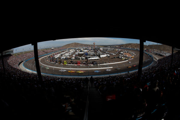 8-10 November, 2013, Avondale, Arizona, USA The field races through turn 1 © 2013, Michael L. Levitt LAT Photo USA