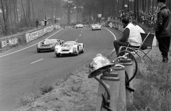 Robert Buchet / Gerhard Koch, Auguste Veuillet, Porsche 906/6 Carrera 6, leads Graham Hill / Brian Muir, Alan Mann Racing Ltd, Ford Mk II, and Günther Klass / Rolf Stommelen, Porsche System Engineering, Porsche 906/6 Carrera 6.