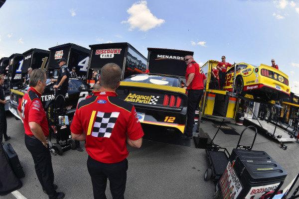 #12: Ryan Blaney, Team Penske, Ford Mustang Advance Auto Parts and #22: Joey Logano, Team Penske, Ford Mustang Shell Pennzoil