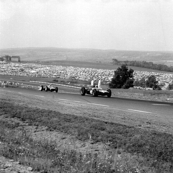 1961 United States Grand Prix, Watkins Glen, USA.8 October 1961.Jack Brabham (Cooper T58-Climax) leads Stirling Moss (Lotus 18-Climax).Ref-10976.World - LAT Photographic